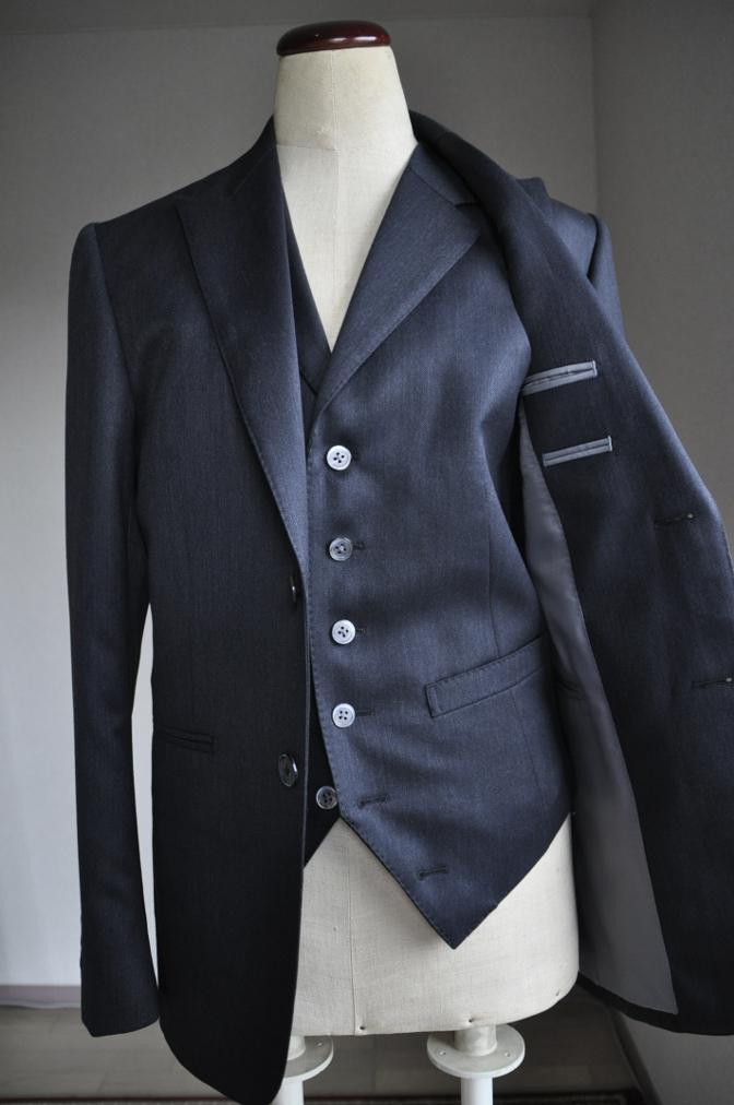 DSC2695 お客様のスーツの紹介-チャコールグレースリーピース-