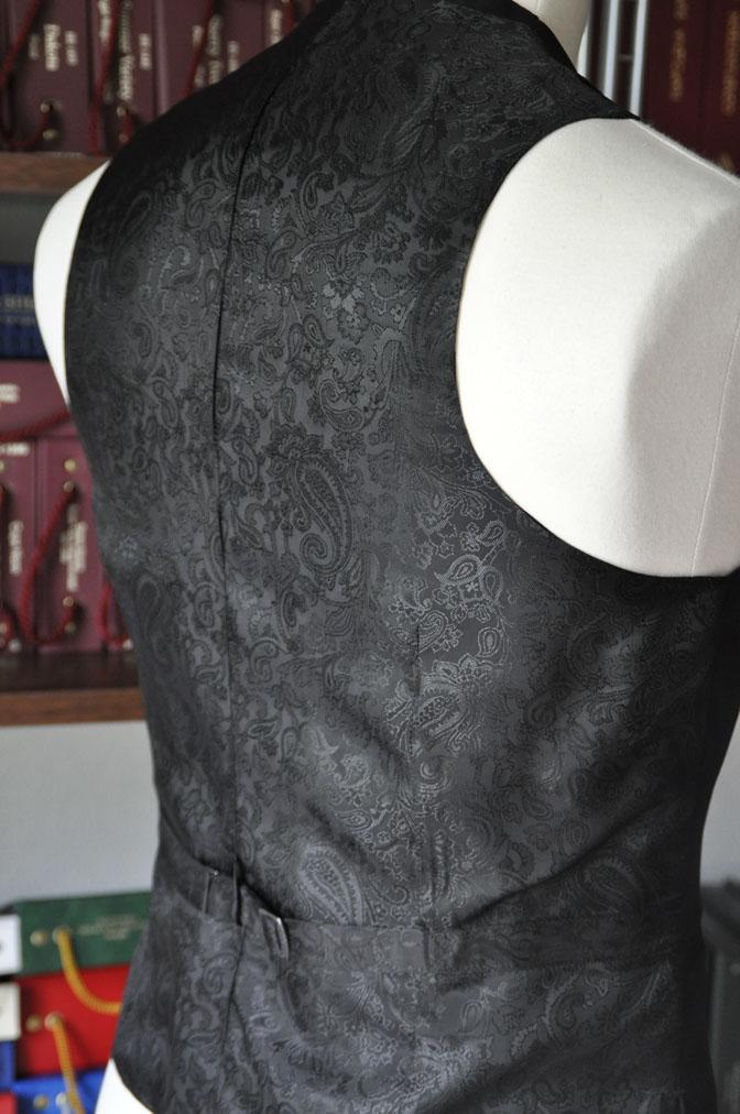 DSC26952 スーツの紹介-CANONICO wool mohair 無地ブラックスリーピース- 名古屋の完全予約制オーダースーツ専門店DEFFERT
