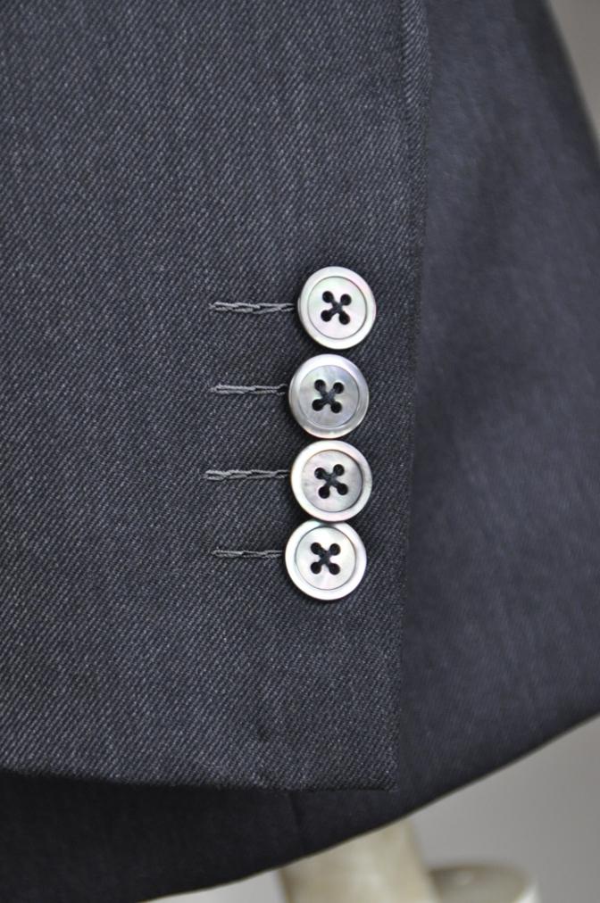 DSC2703 お客様のスーツの紹介-チャコールグレースリーピース-