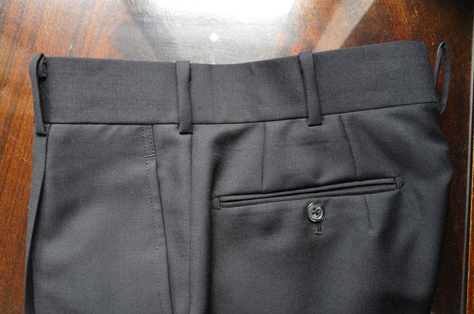 DSC27032 スーツの紹介-CANONICO wool mohair 無地ブラックスリーピース- 名古屋の完全予約制オーダースーツ専門店DEFFERT
