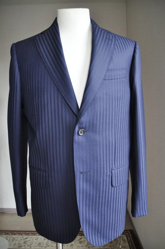 DSC27091 お客様のスーツの紹介-DARROW DALE ネイビーシャドウストライプ- 名古屋の完全予約制オーダースーツ専門店DEFFERT