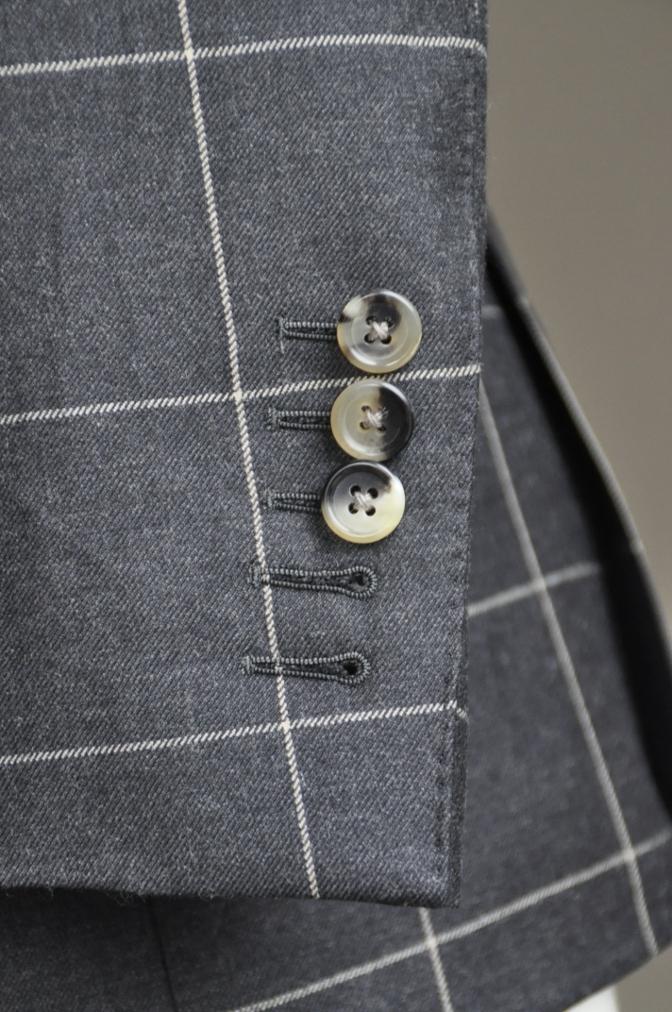 DSC2732 スーツの紹介-チャコールグレーウインドペーンダブルスーツ-