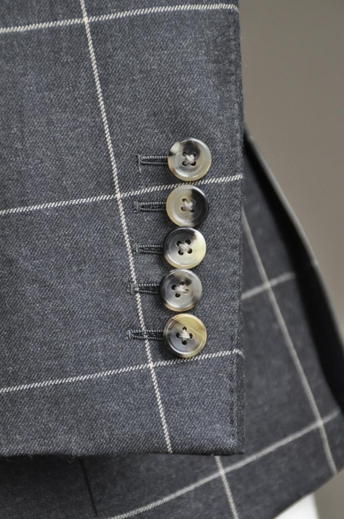 DSC2733 スーツの紹介-チャコールグレーウインドペーンダブルスーツ-