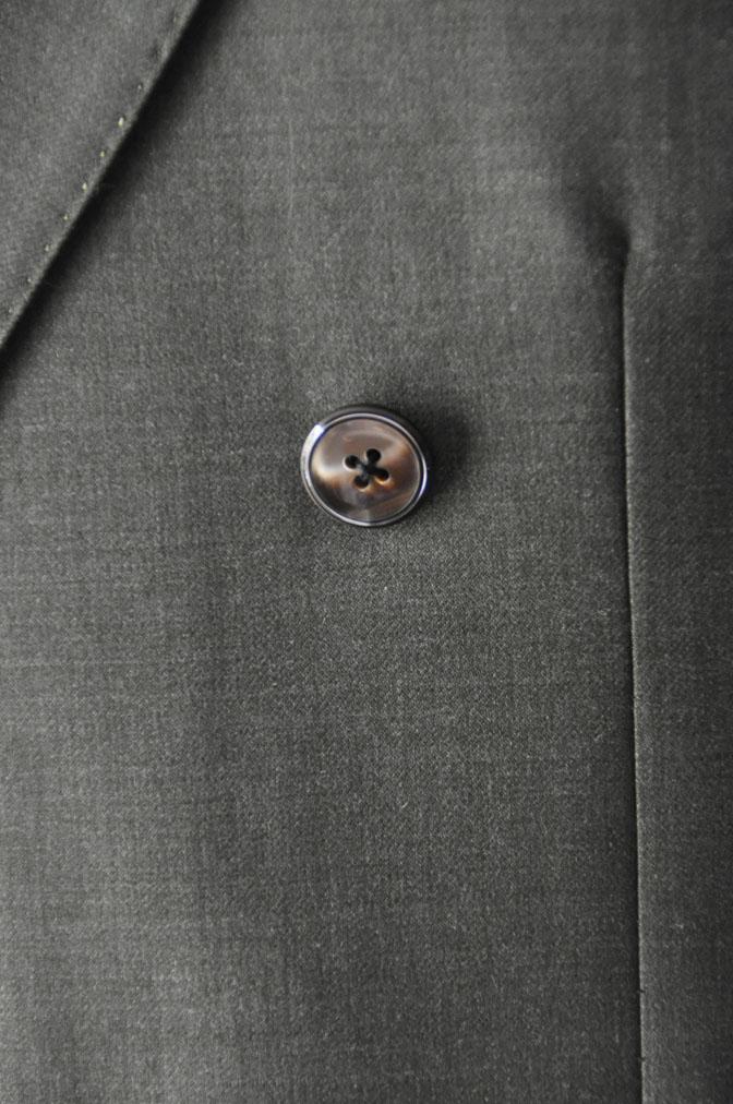 DSC27371 お客様のスーツの紹介-御幸毛織 無地カーキ ダブルスーツ-