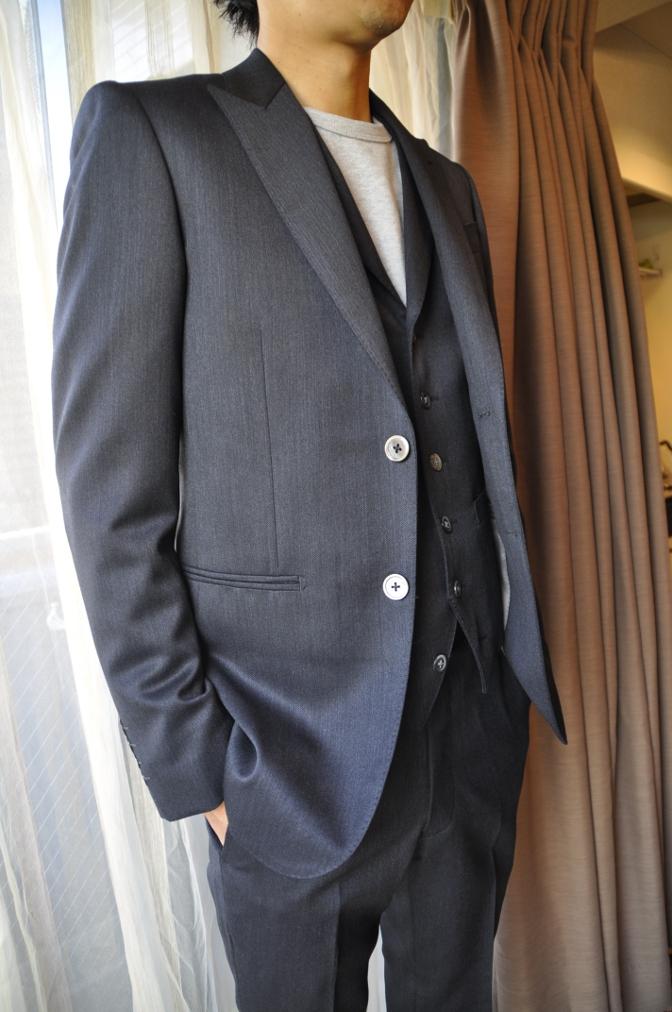 DSC2738 お客様のスーツの紹介-チャコールグレースリーピース-