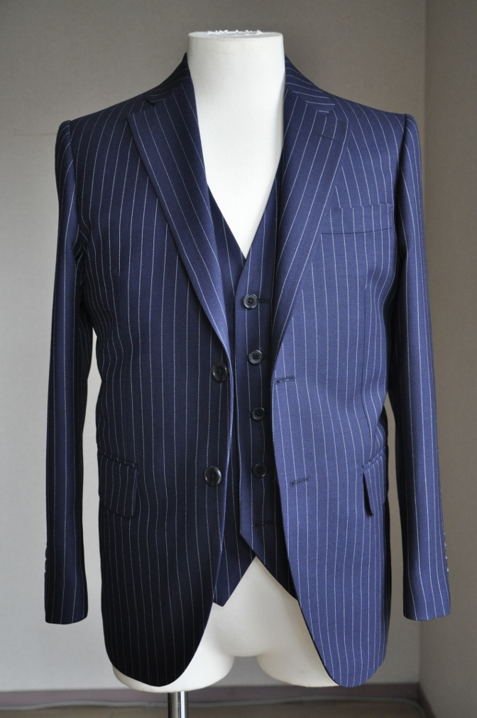 DSC2741 お客様のスーツの紹介-DARROW DALE ネイビーピンストライプ-