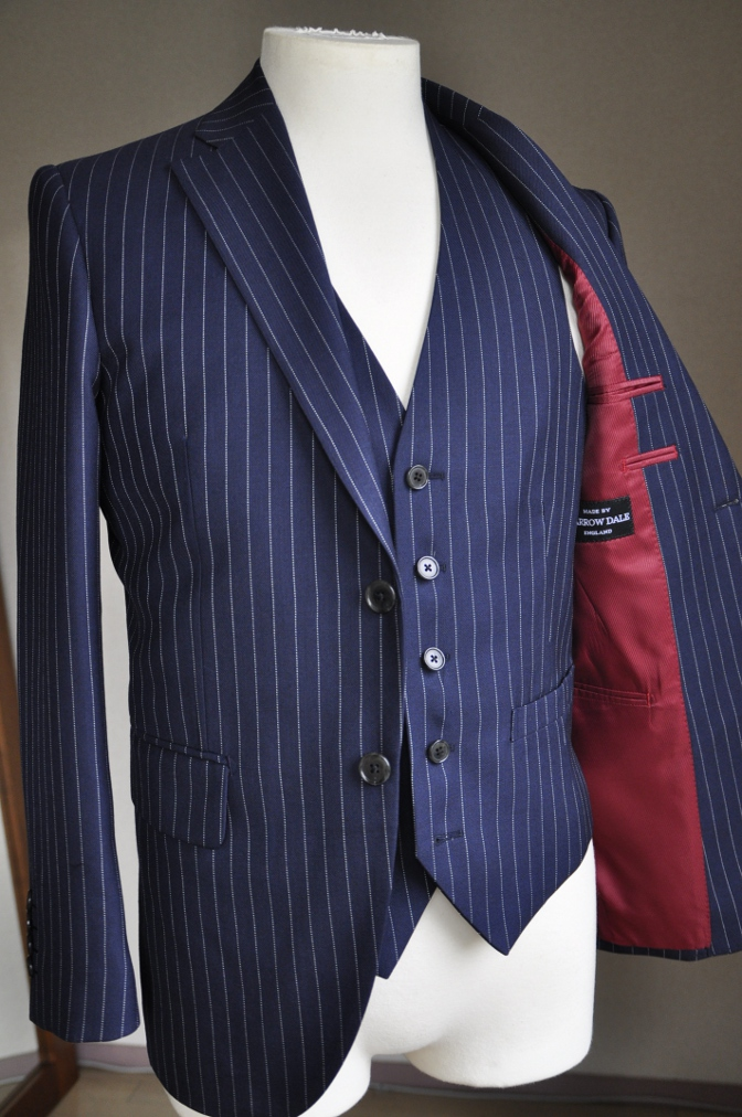 DSC2742 お客様のスーツの紹介-DARROW DALE ネイビーピンストライプ-