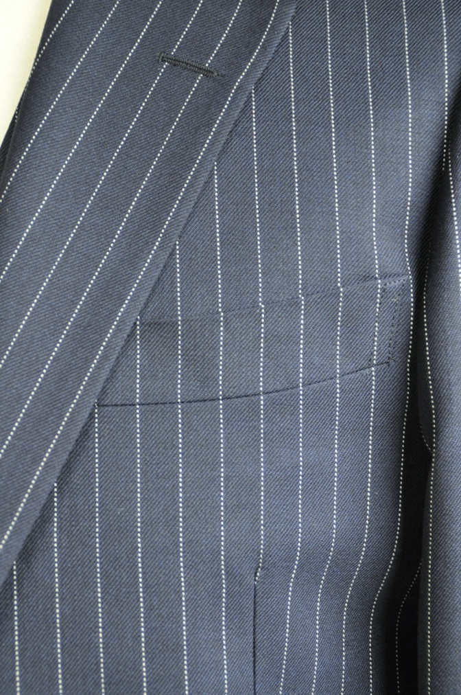 DSC2746 お客様のスーツの紹介-DARROW DALE ネイビーピンストライプ-