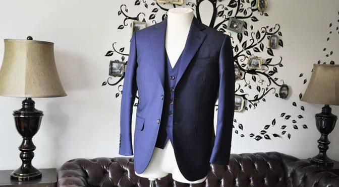 お客様のスーツの紹介-CANONICO 無地ネイビースリーピース-