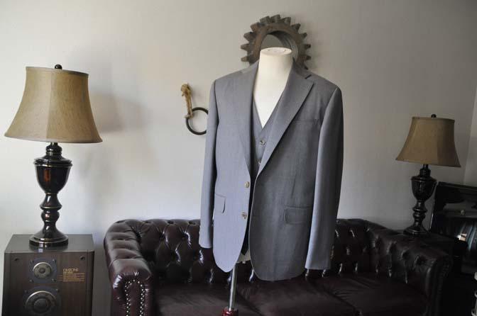 DSC2762 お客様のスーツの紹介- Biellesi 無地グレー スリーピーススーツ-