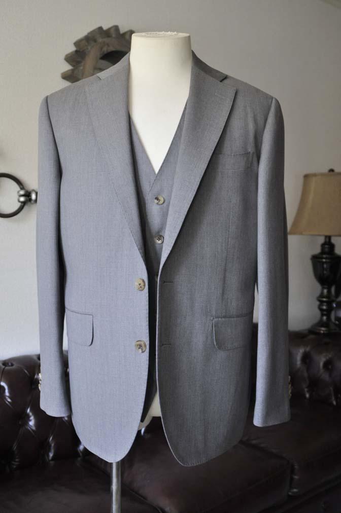 DSC27651 お客様のスーツの紹介- Biellesi 無地グレー スリーピーススーツ-