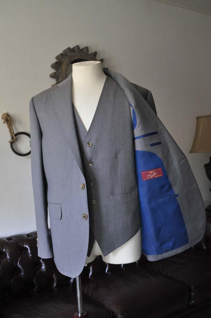 DSC2766 お客様のスーツの紹介- Biellesi 無地グレー スリーピーススーツ-