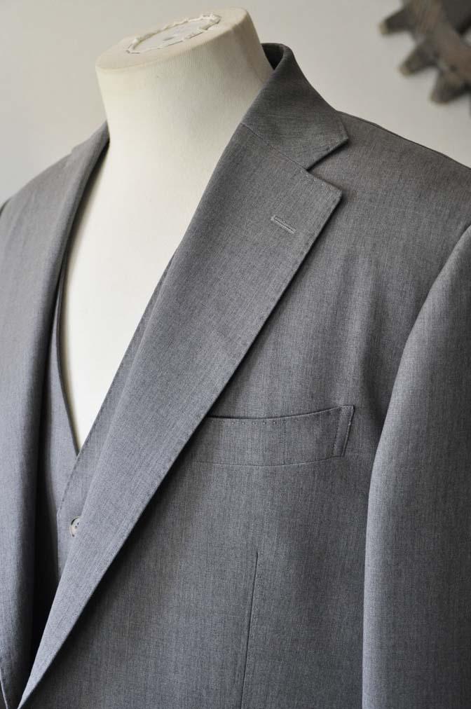 DSC27721 お客様のスーツの紹介- Biellesi 無地グレー スリーピーススーツ-