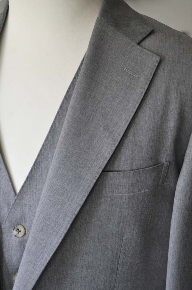 DSC27731 お客様のスーツの紹介- Biellesi 無地グレー スリーピーススーツ-