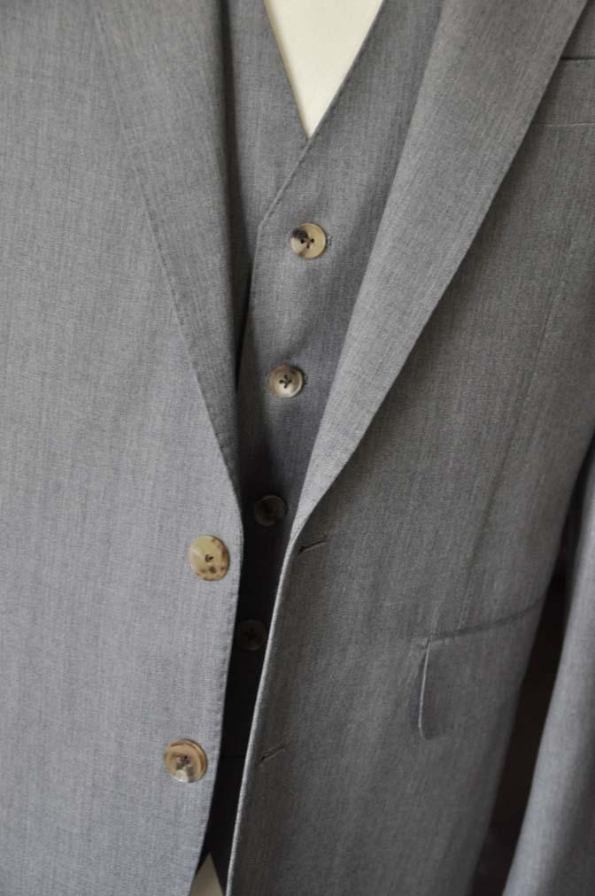 DSC2776 お客様のスーツの紹介- Biellesi 無地グレー スリーピーススーツ-