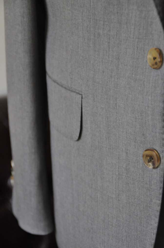 DSC27781 お客様のスーツの紹介- Biellesi 無地グレー スリーピーススーツ-
