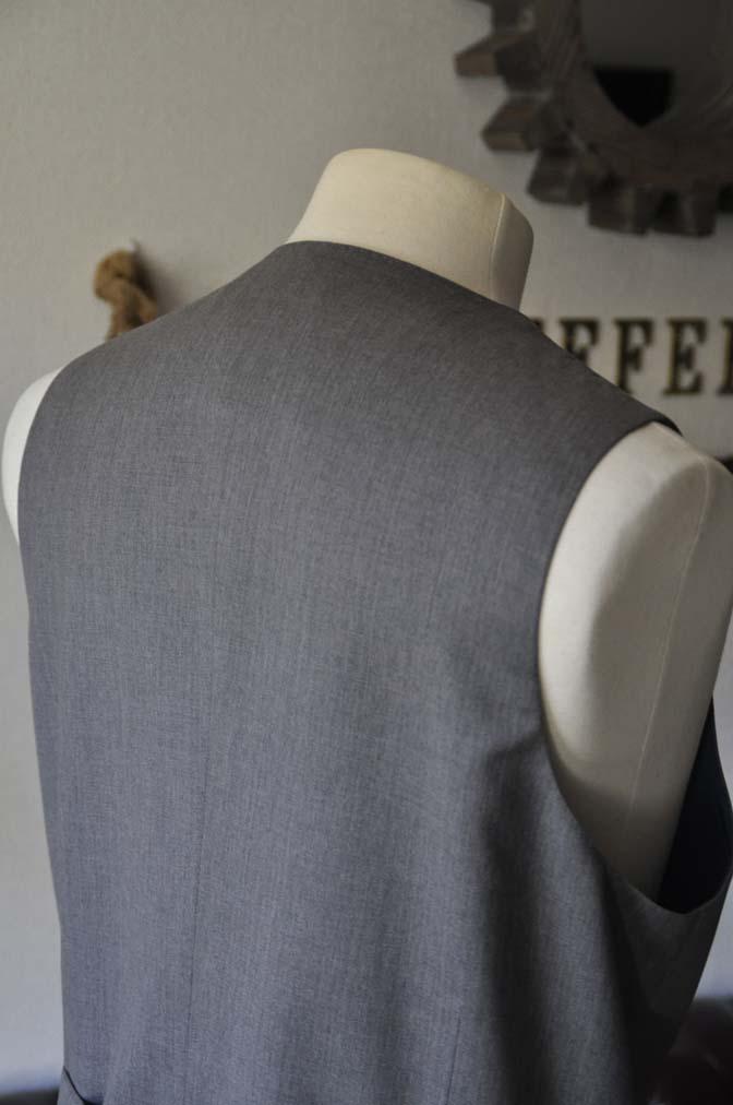 DSC27811 お客様のスーツの紹介- Biellesi 無地グレー スリーピーススーツ-