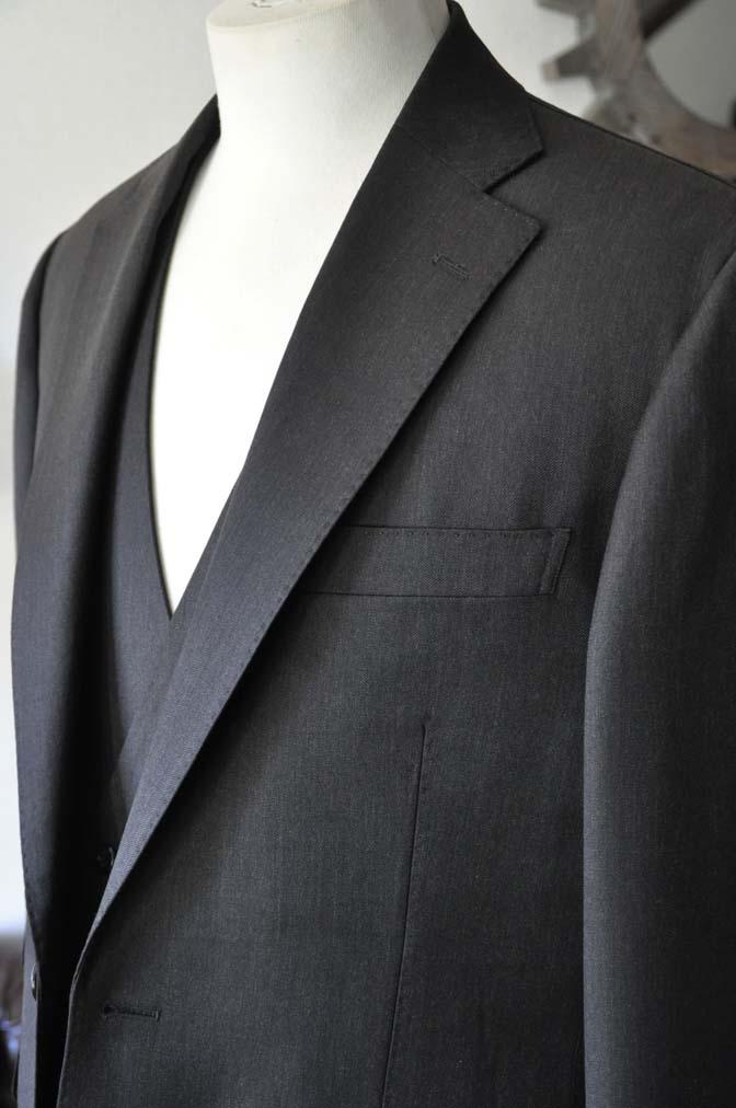 DSC27911 お客様のスーツの紹介- Tollegno 無地ブラウン スリーピーススーツ-