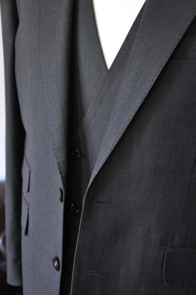 DSC27941 お客様のスーツの紹介- Tollegno 無地ブラウン スリーピーススーツ-