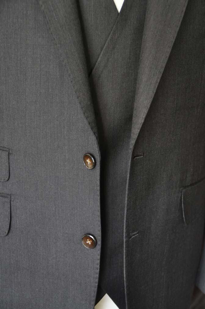 DSC27951 お客様のスーツの紹介- Tollegno 無地ブラウン スリーピーススーツ-
