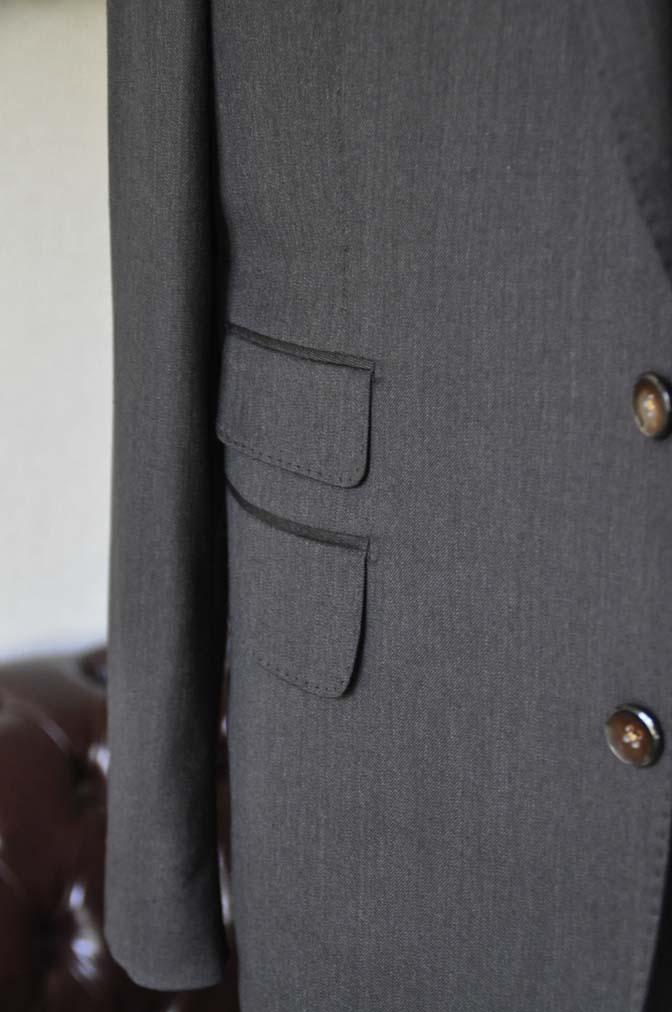 DSC27961 お客様のスーツの紹介- Tollegno 無地ブラウン スリーピーススーツ-