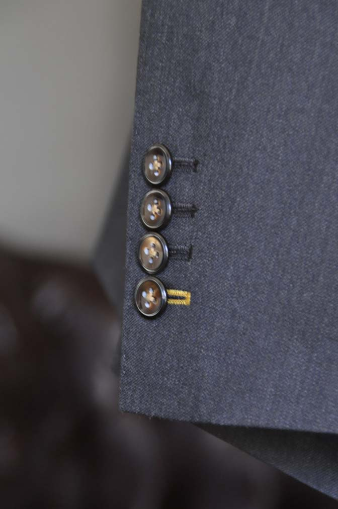 DSC27971 お客様のスーツの紹介- Tollegno 無地ブラウン スリーピーススーツ-