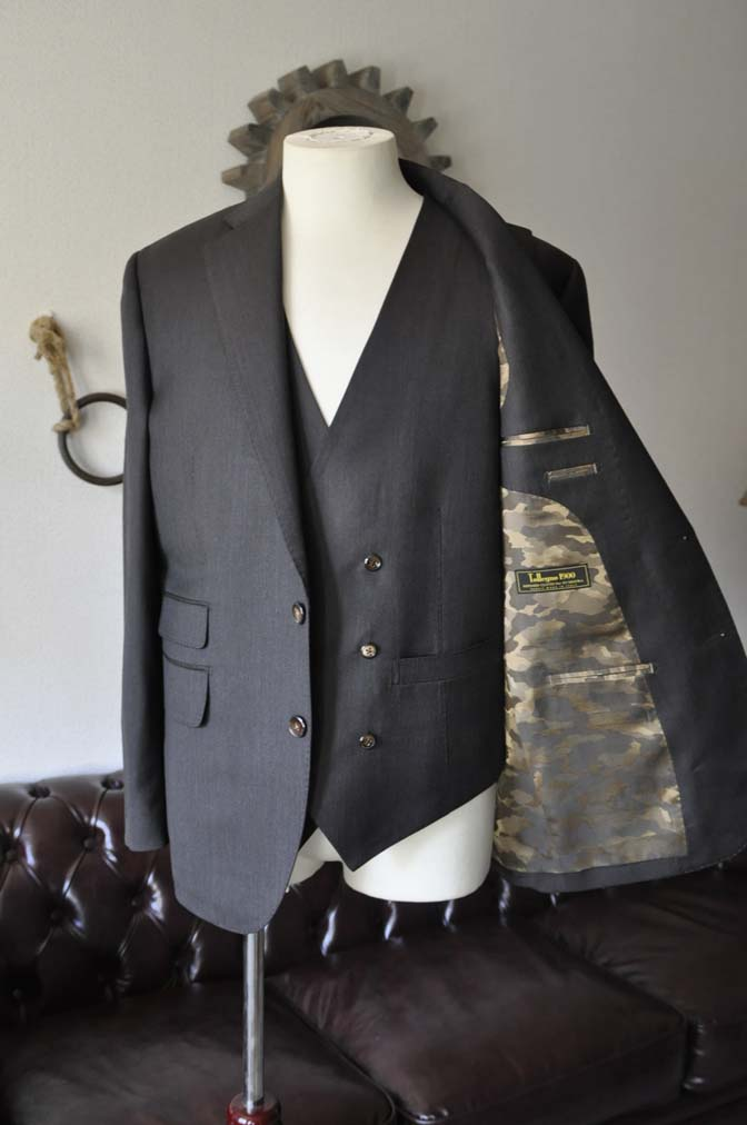DSC28011 お客様のスーツの紹介- Tollegno 無地ブラウン スリーピーススーツ- 名古屋の完全予約制オーダースーツ専門店DEFFERT