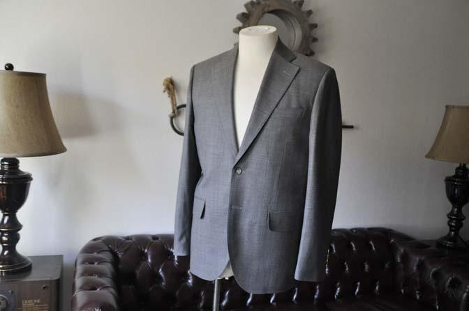 DSC28041 お客様のスーツの紹介- Biellesi 無地グレー スーツ-