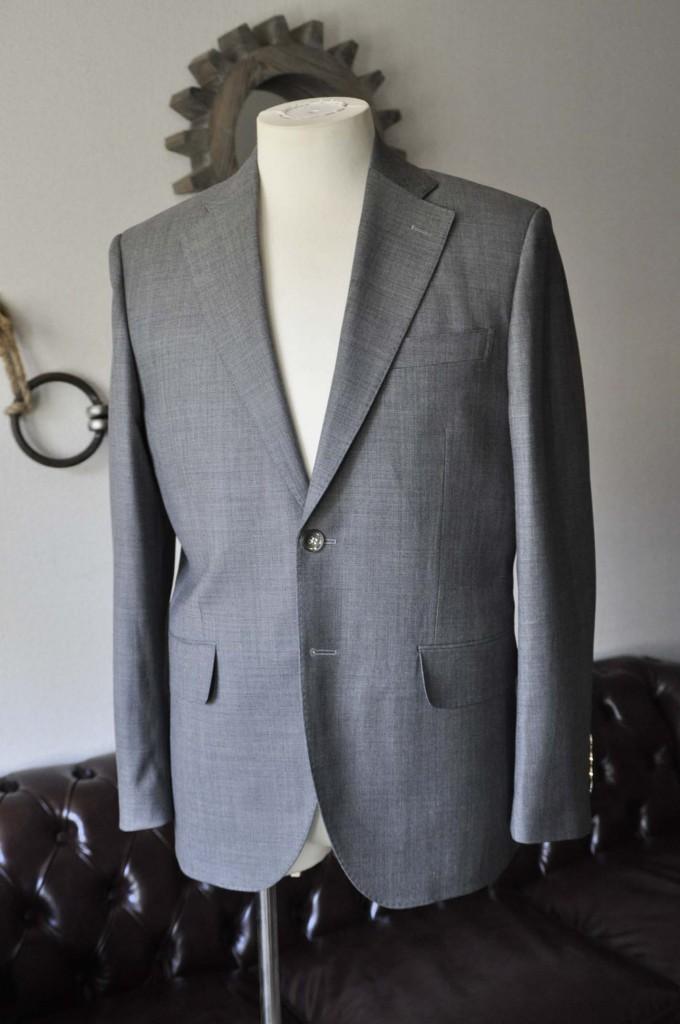 DSC28052-680x1024 お客様のスーツの紹介- Biellesi 無地グレー スーツ-