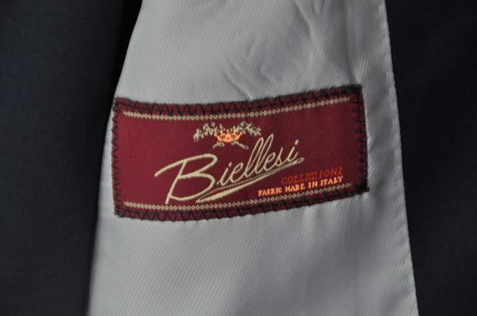 DSC28071 お客様のスーツの紹介-Biellesi 無地ネイビースリーピース-