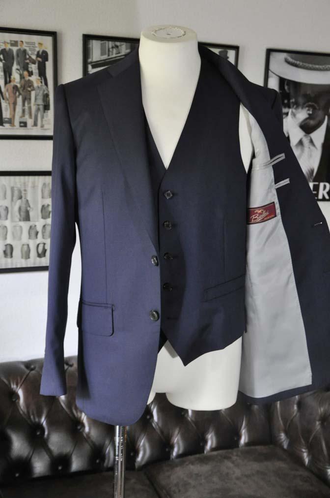 DSC2824 お客様のスーツの紹介-Biellesi 無地ネイビースリーピース-