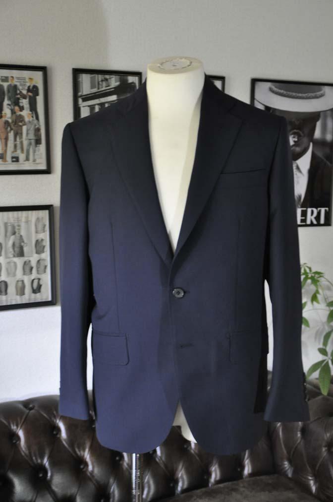 DSC2837 お客様のスーツの紹介-DARROW DALE 無地ネイビースーツ-
