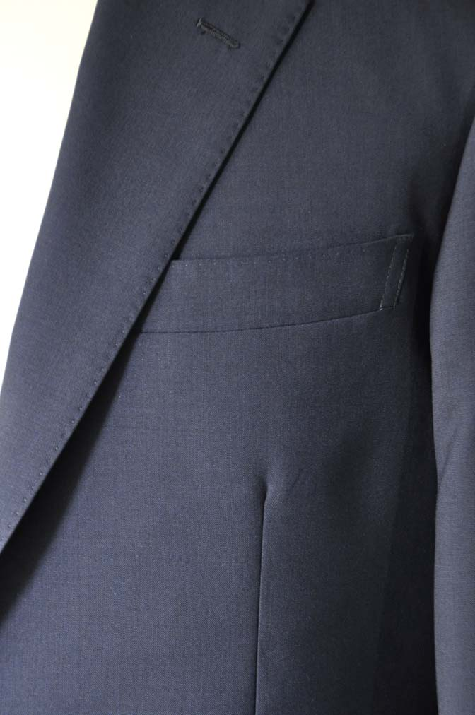 DSC2840 お客様のスーツの紹介-DARROW DALE 無地ネイビースーツ-