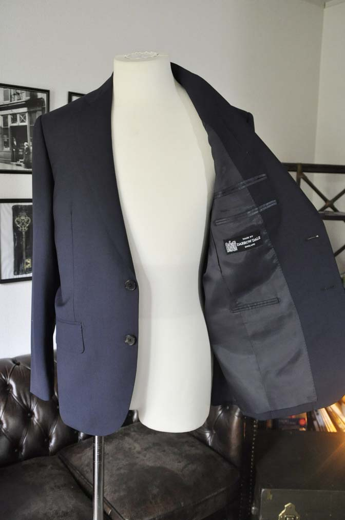 DSC2844 お客様のスーツの紹介-DARROW DALE 無地ネイビースーツ-