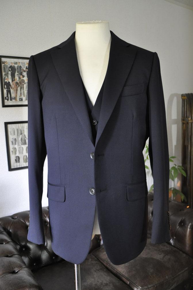 DSC2855 お客様のスーツの紹介-Biellesi 無地ネイビー スリーピース -