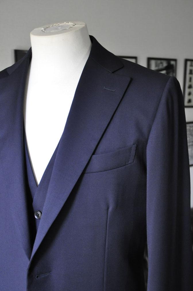 DSC2856 お客様のスーツの紹介-Biellesi 無地ネイビー スリーピース -