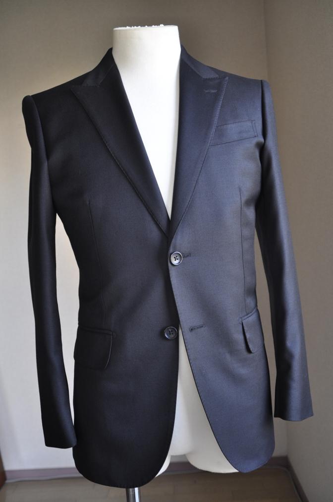 DSC2860 お客様のスーツの紹介-BIELLESI ブラックスーツ-