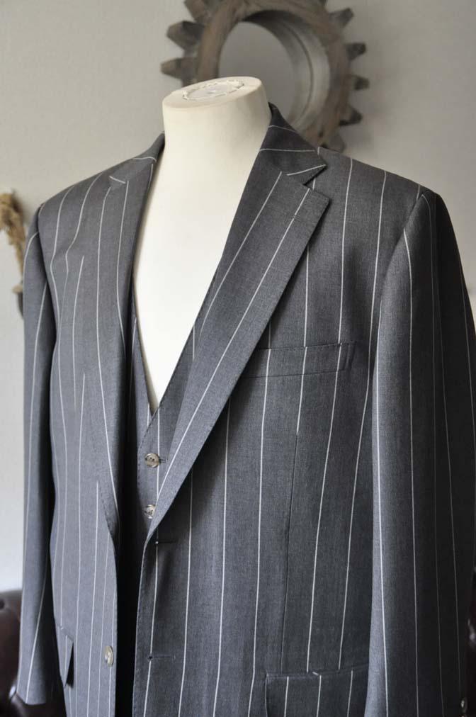 DSC2862-1 お客様のスーツの紹介- Biellesi グレーストライプスリーピーススーツ-
