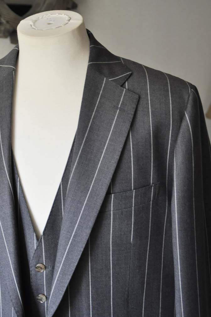 DSC2863-1 お客様のスーツの紹介- Biellesi グレーストライプスリーピーススーツ-