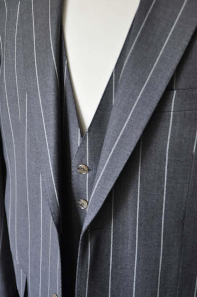 DSC2865-1 お客様のスーツの紹介- Biellesi グレーストライプスリーピーススーツ-