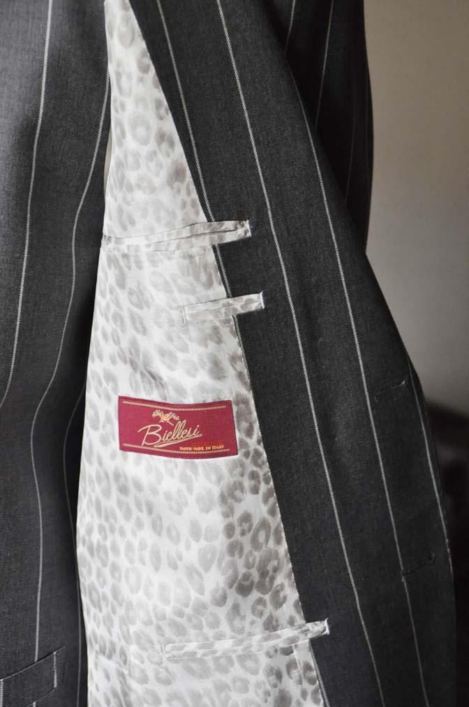 DSC2869 お客様のスーツの紹介- Biellesi グレーストライプスリーピーススーツ-