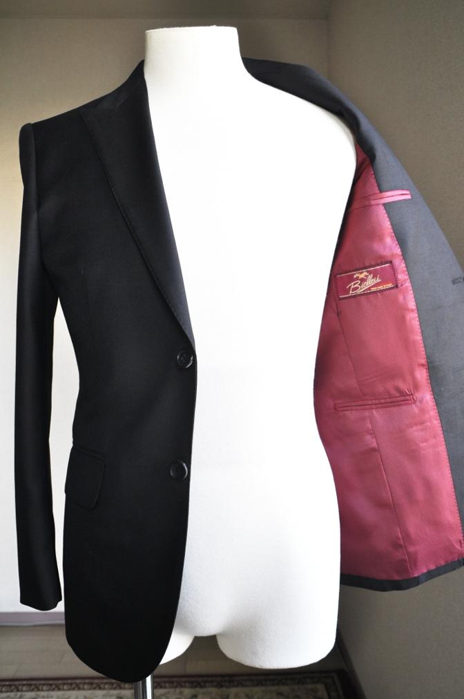 DSC2871 お客様のスーツの紹介-BIELLESI ブラックスーツ-