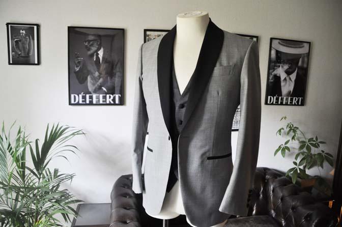 DSC2889 お客様のウエディング衣装の紹介-ショールカラージャケット チェックベスト ブラックパンツ-