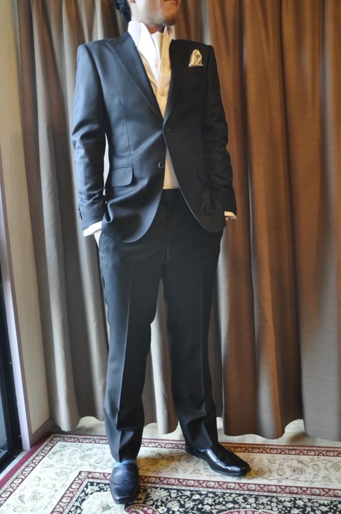 DSC2943 お客様のスーツの紹介-BIELLESI ブラックスーツ-