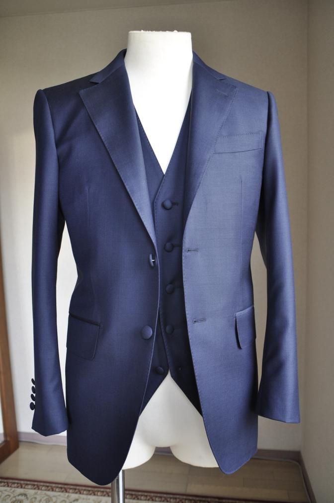DSC2947 お客様のスーツの紹介-CANONICO 無地ネイビースリーピース-