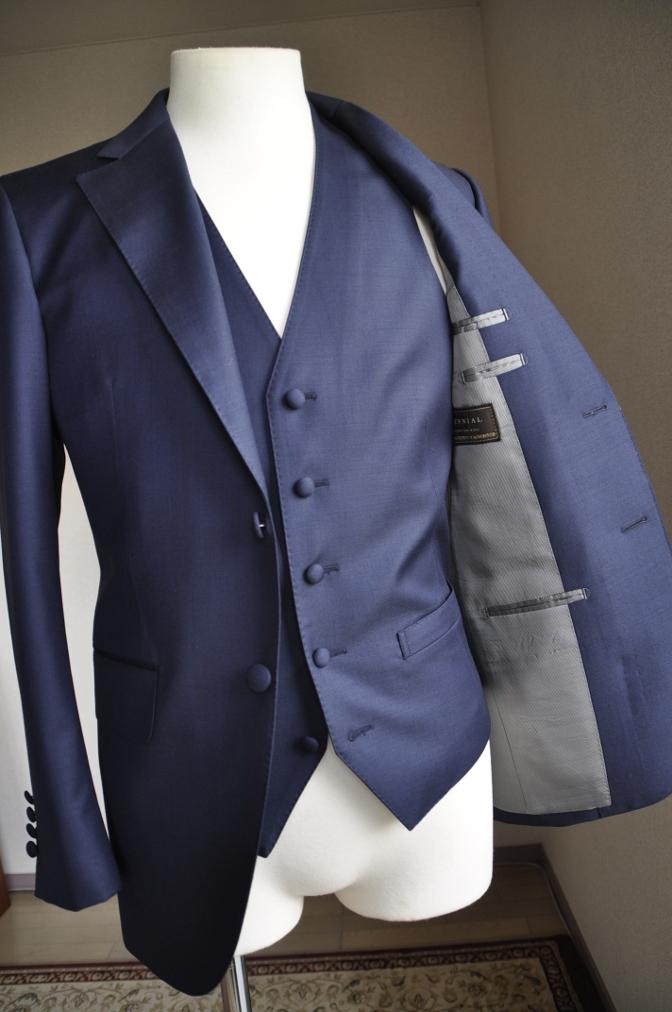 DSC2948 お客様のスーツの紹介-CANONICO 無地ネイビースリーピース-