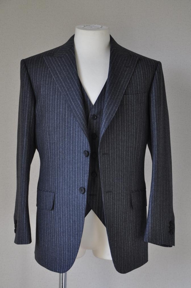 DSC3078 お客様のスーツの紹介-CANONICO チャコールグレーフランネルストライプ-