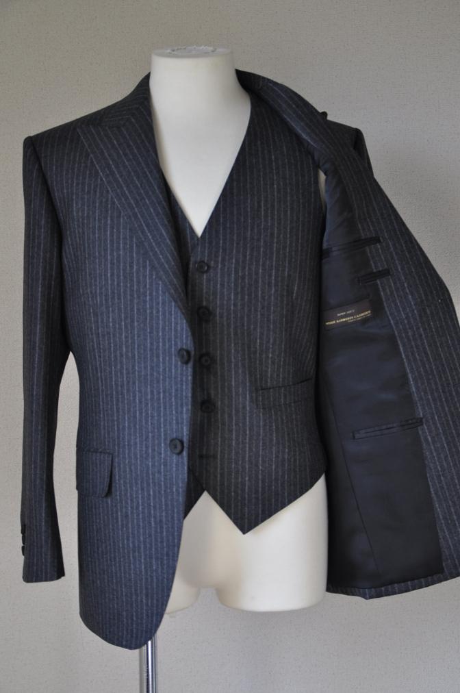 DSC3080 お客様のスーツの紹介-CANONICO チャコールグレーフランネルストライプ-
