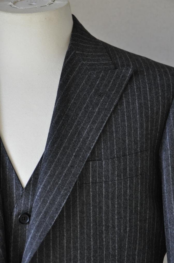 DSC3083 お客様のスーツの紹介-CANONICO チャコールグレーフランネルストライプ-