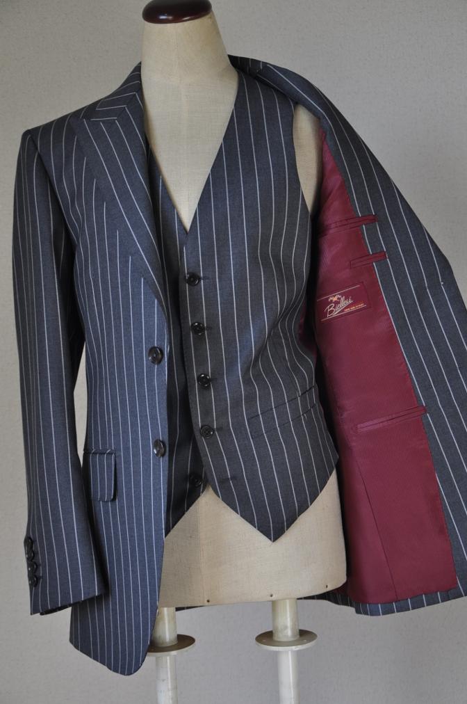 DSC3099 お客様のスーツの紹介-BIELLESI グレーストライプ スリーピース-